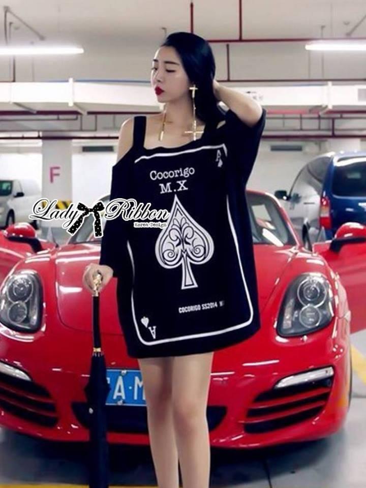 ( พร้อมส่งเสื้อผ้าเกาหลี) เดรสคัทเอาท์ไหล่สกรีนลายสุดชิค ตัวนี้เหมาะกับสาวขี้เล่นออกแนวเปรี้ยว ใส่แล้วดูอินเทรนด์มากๆ ทรงชุดมีลูกเล่นที่ไหล่เป็นแบบคัทเอาท์ เก๋ๆที่สายเเต่งเลื่อม ด้านหน้าสกรีนลายรูปใบโพธิ์ ดูเก๋สุดๆ
