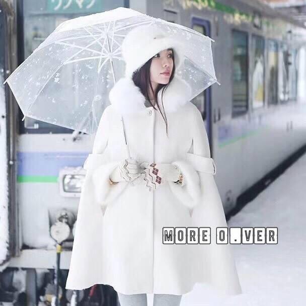 เสื้อผ้าเกาหลีพร้อมส่ง เสื้อโคชตัวยาวสีขาวมีฮู้ดขนมิ้ง