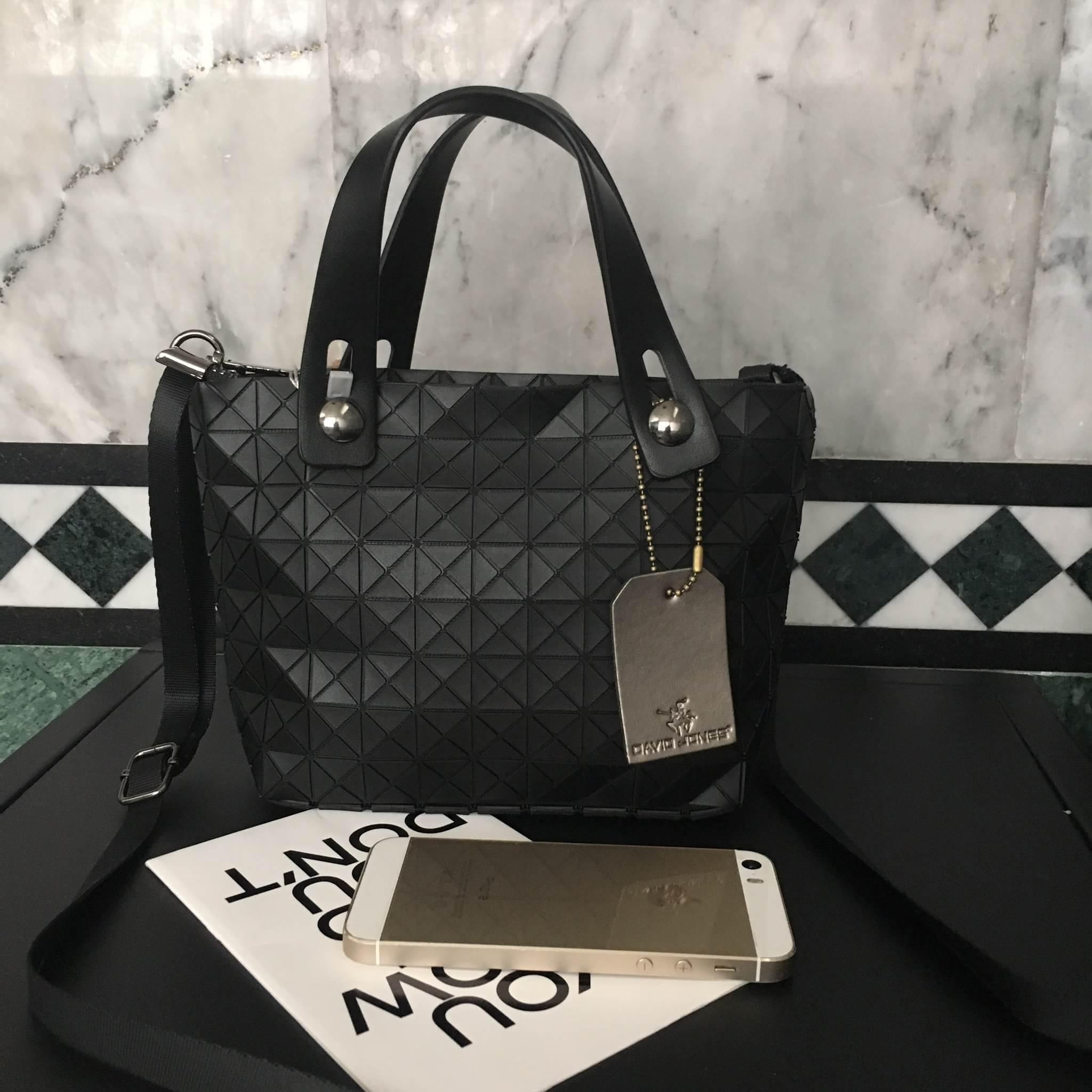 กระเป๋า David Jones Mini Luxury Bag ขนาด มินิ น่ารักมากๆค่ะ ขนาดตอบทุกโจทย์ กับการใช้ออกงาน เห็นใบเล็กๆแบบนี้ จุของคุ้มนะ สวยมาก