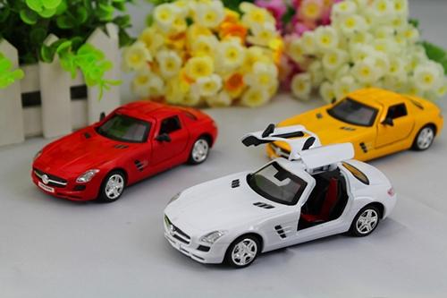 โมเดล รถเหล็กคลาสสิก แบบต้นฉับบ Mercedes - Benz สี แดง - ขาว - เหลือง