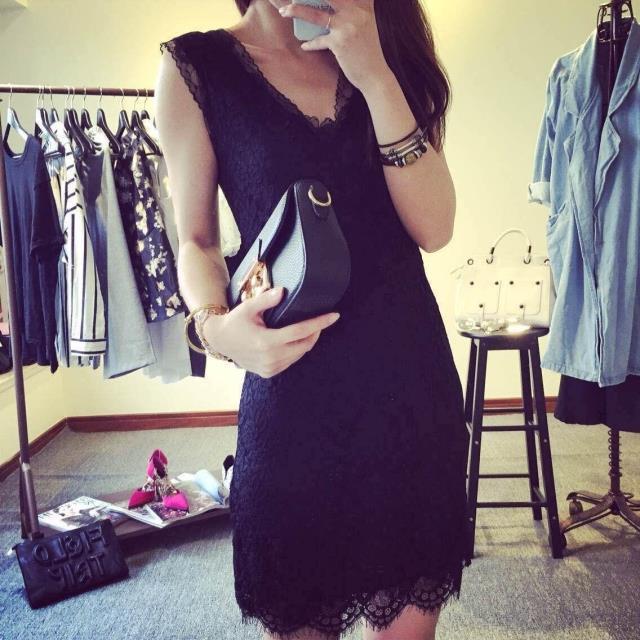 ((พร้อมส่ง)) เสื้อผ้าแฟชั่นผู้หญิง : เดรสสีดำ แต่งลูกไม้รอบตัว น่ารัก น่ารักจ้า