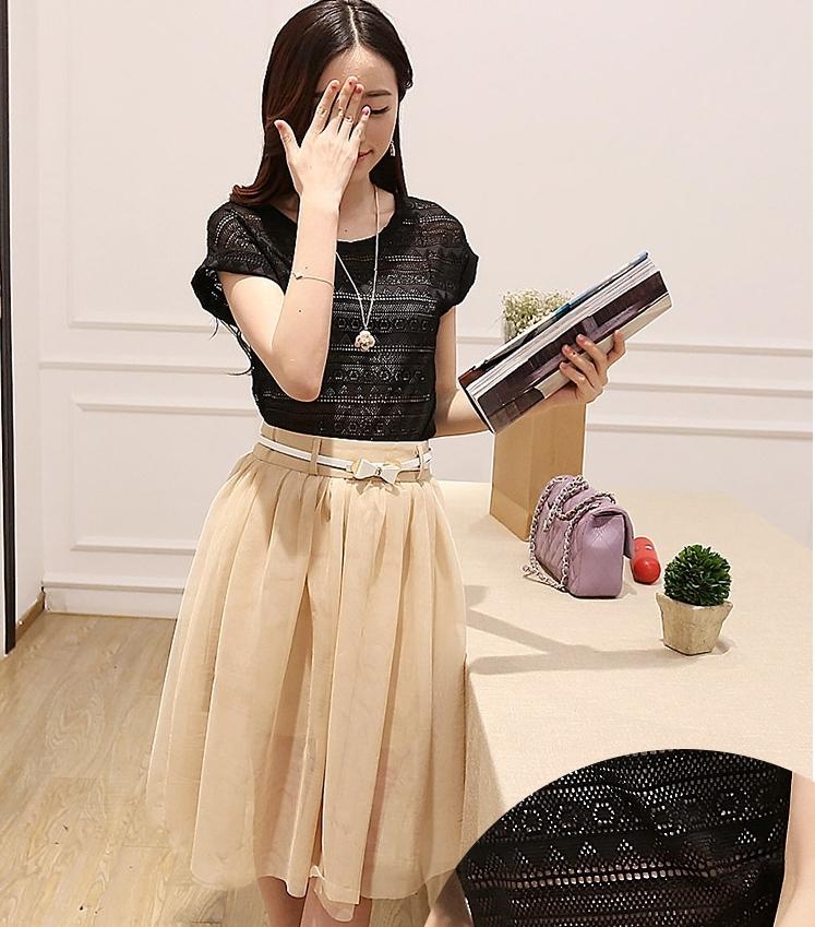 ชุดเซ็ทเสื้อ กระโปรง แนวหวานน่ารักๆแฟชั่นเกาหลี เสื้อคอกลมแขนสั้นสีดำ คู่กับกระโปรงสีครีม พร้อมเข็มขัดน่ารักๆ