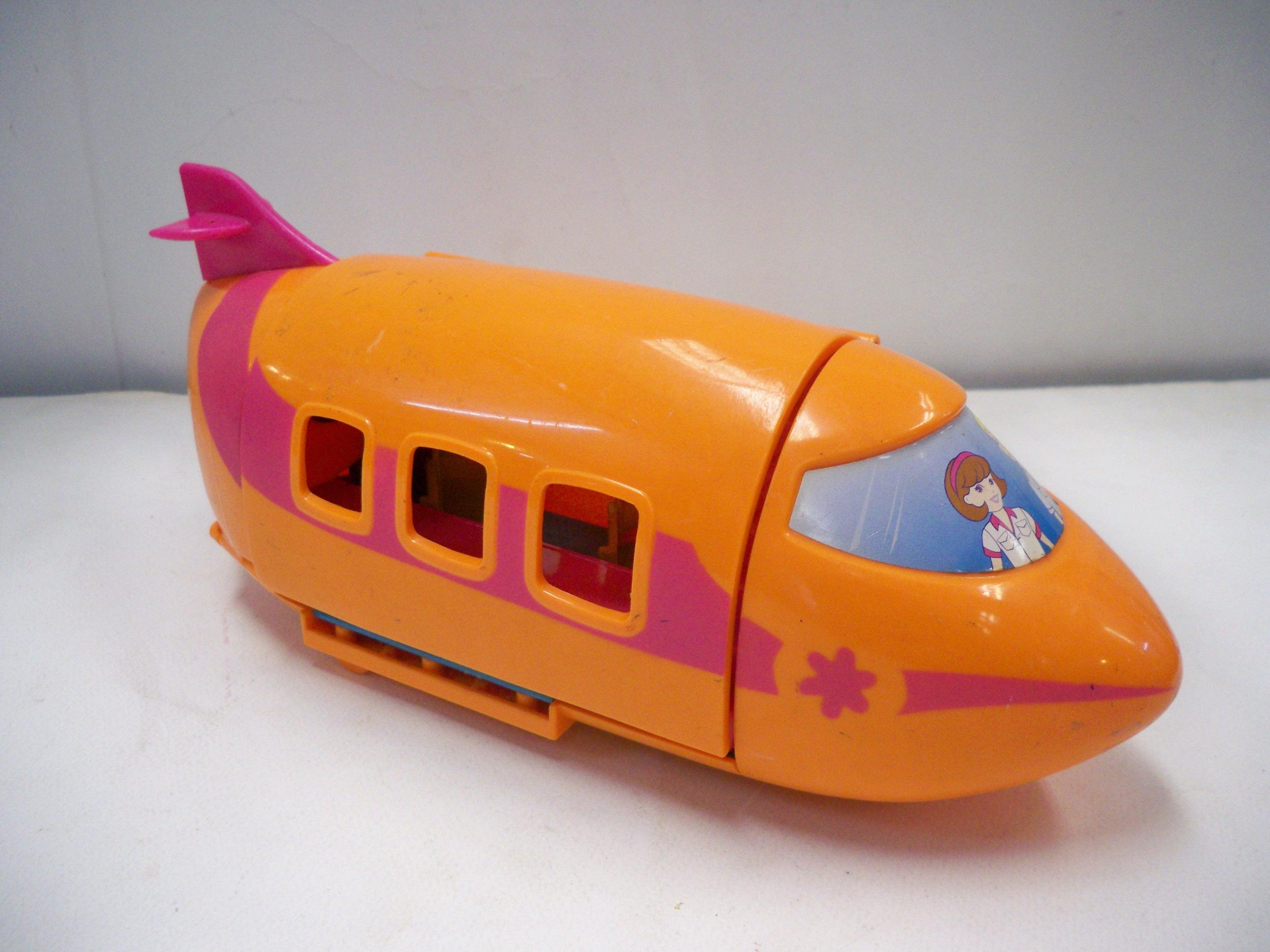 เครื่องบินสีส้ม Polly