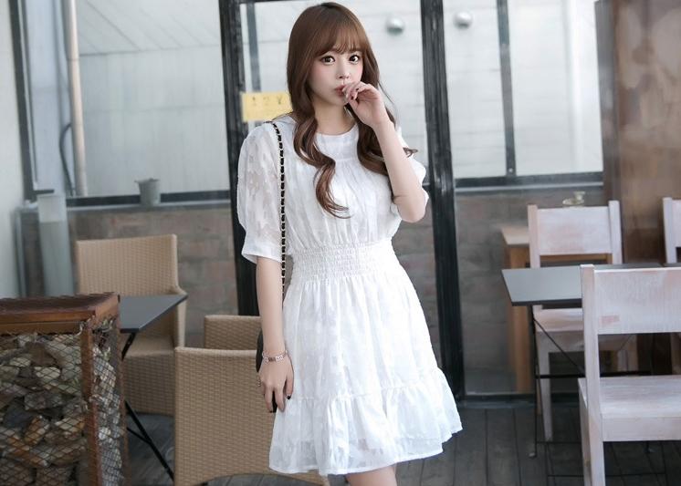ชุดเดรสสั้นสีขาว แขนสั้น เอวยืด ปลายกระโปรงแต่งระบาย สวยหวาน น่ารักๆแฟชั่นสไตล์เกาหลี