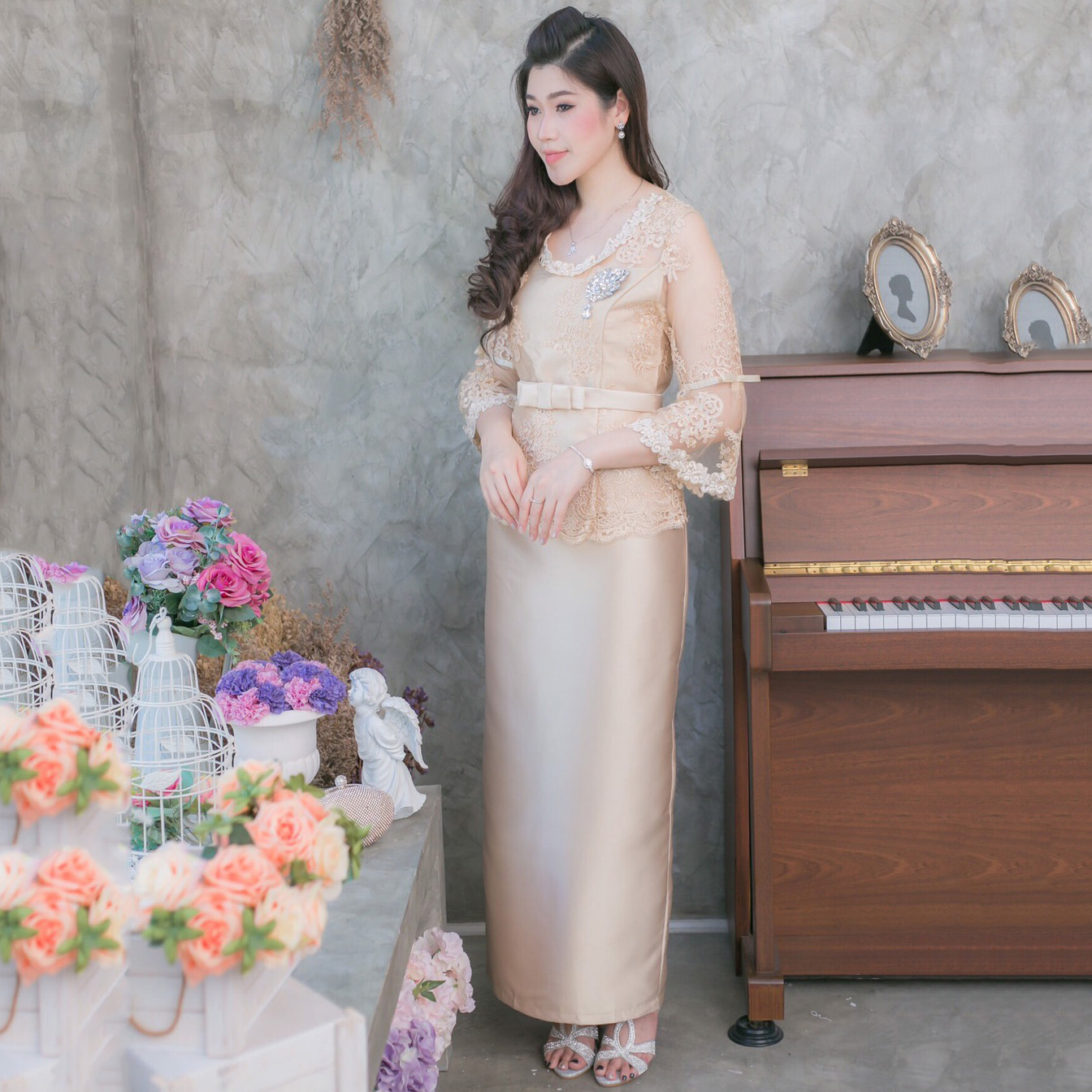 ชุดออกงานสีทอง เซ็ท 2 ชิ้น เสื้อลูกไม้ + กระโปรงผ้าถุงยาวผ้าไหมอิตาลี ลุคสวยหรู ดูสง่า