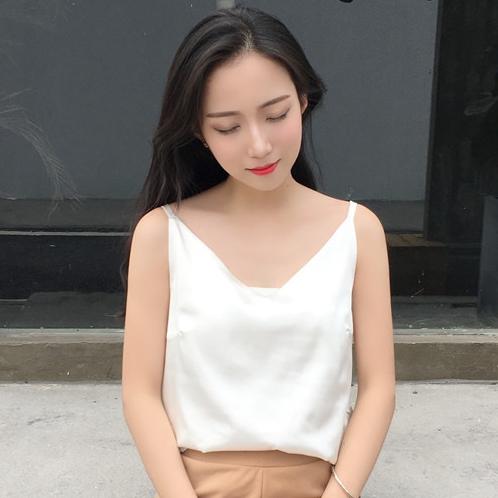 เสื้อสายเดี่ยวสีขาว ผ้าไหมซาติน สวยเก๋ น่ารักๆ แฟชั่นสวยๆสไตล์เกาหลี
