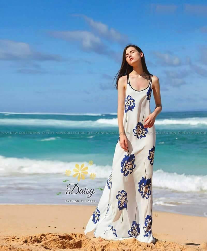 ชุดแมกซี่เดรสผ้าชีฟองแบบไขว่หลัง พิมพ์ลายดอกไม้สีน้ำเงินสดใส ด้านหลังเป็นยางยืดค่ะ ชุดแบบทรงปล่อยๆมีชุดมีซับใน ด้านข้างผ่าทั้ง 2 ข้าง ผ้าพริ้วๆเหมาะใส่ไปทะเล ใส่ในวันพักผ่อนค่ะ