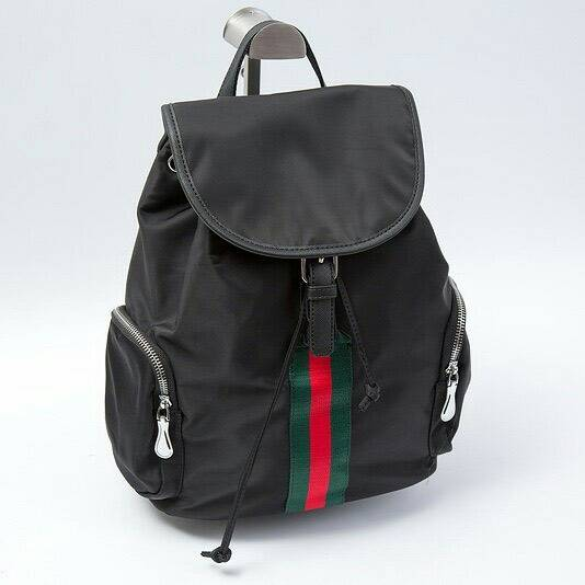 กระเป๋าเป้ nylon ลายGucci รุ่นยอดฮิต แบรนด์ดัง รุ่นนี้แนะนำเลย เพราะเป็นรุ่นที่สะพายจริงออกมาแล้ว ดูมีสไตล์มากก แนะนำเลย
