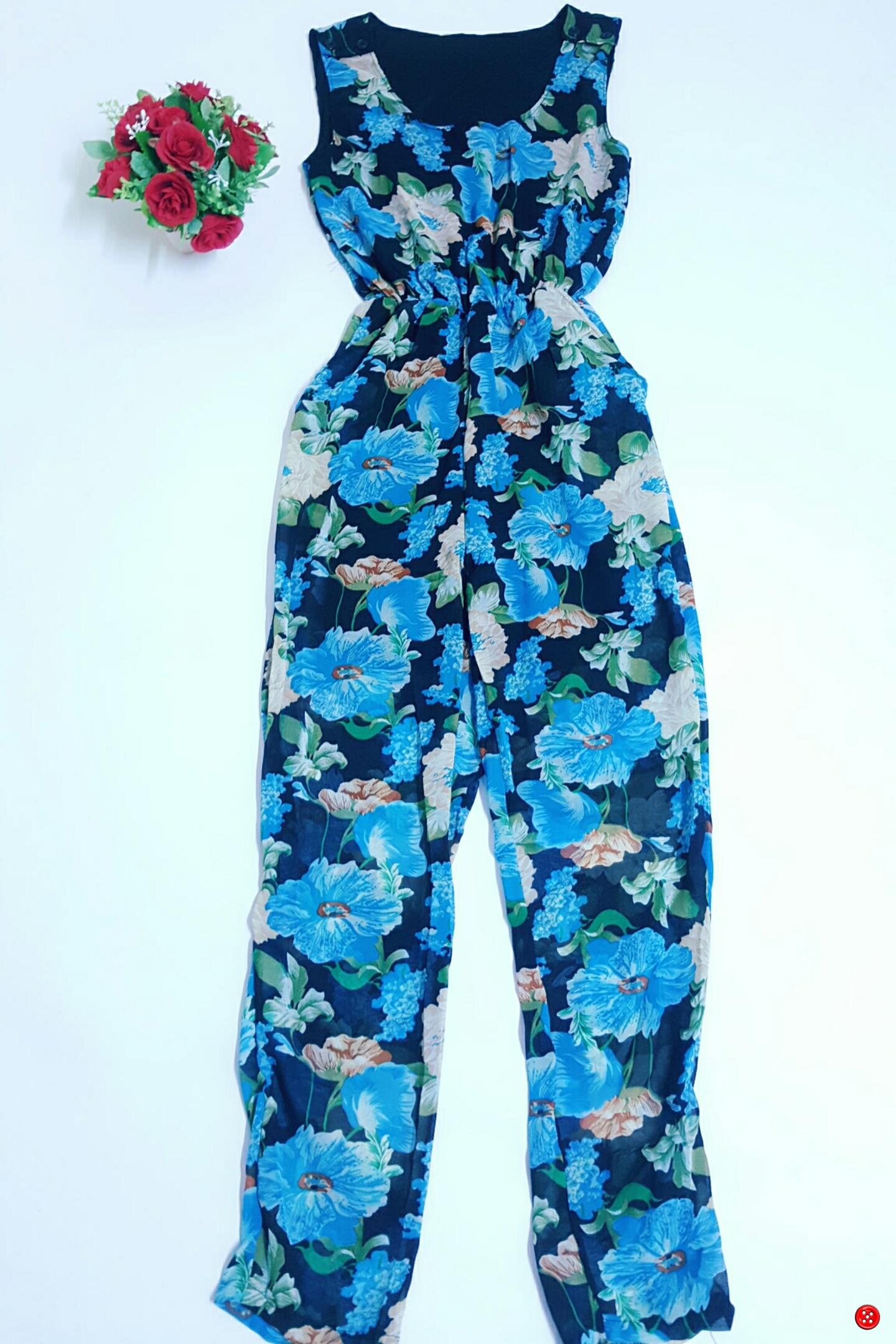 jumpsuit แขนกุด กางเกงขายาว ผ้าชีฟองลายดอกไม้ สีดำ มีซับในอย่างดี มีกระเป๋าสองข้าง สม็อครอบเอว ที่สายแบบติดกระดุมทำให้สามารถสวมใส่ง่าย อก 38 เอว 20-36 สะโพก 42 ยาว 57 สำเนา