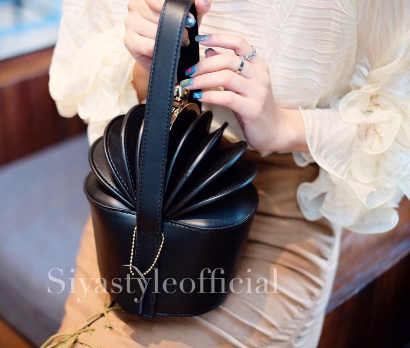 กระเป๋าครัช กระเป๋าถือ Cup cake PU [สีดำ]