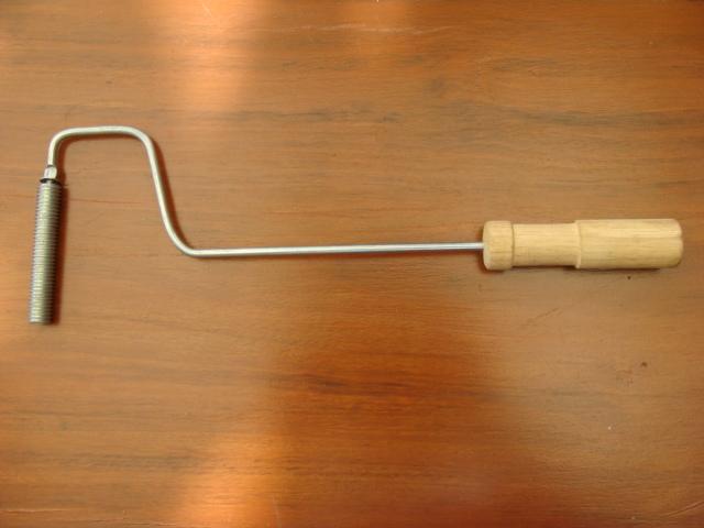 ลูกกลิ้งเหล็ก พร้อมด้าม (round roller with handle)
