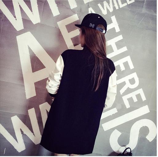เสื้้อกันหนาวแฟชั่นเกาหลีสีกรมแขนสีขาวเท่ห์ๆ