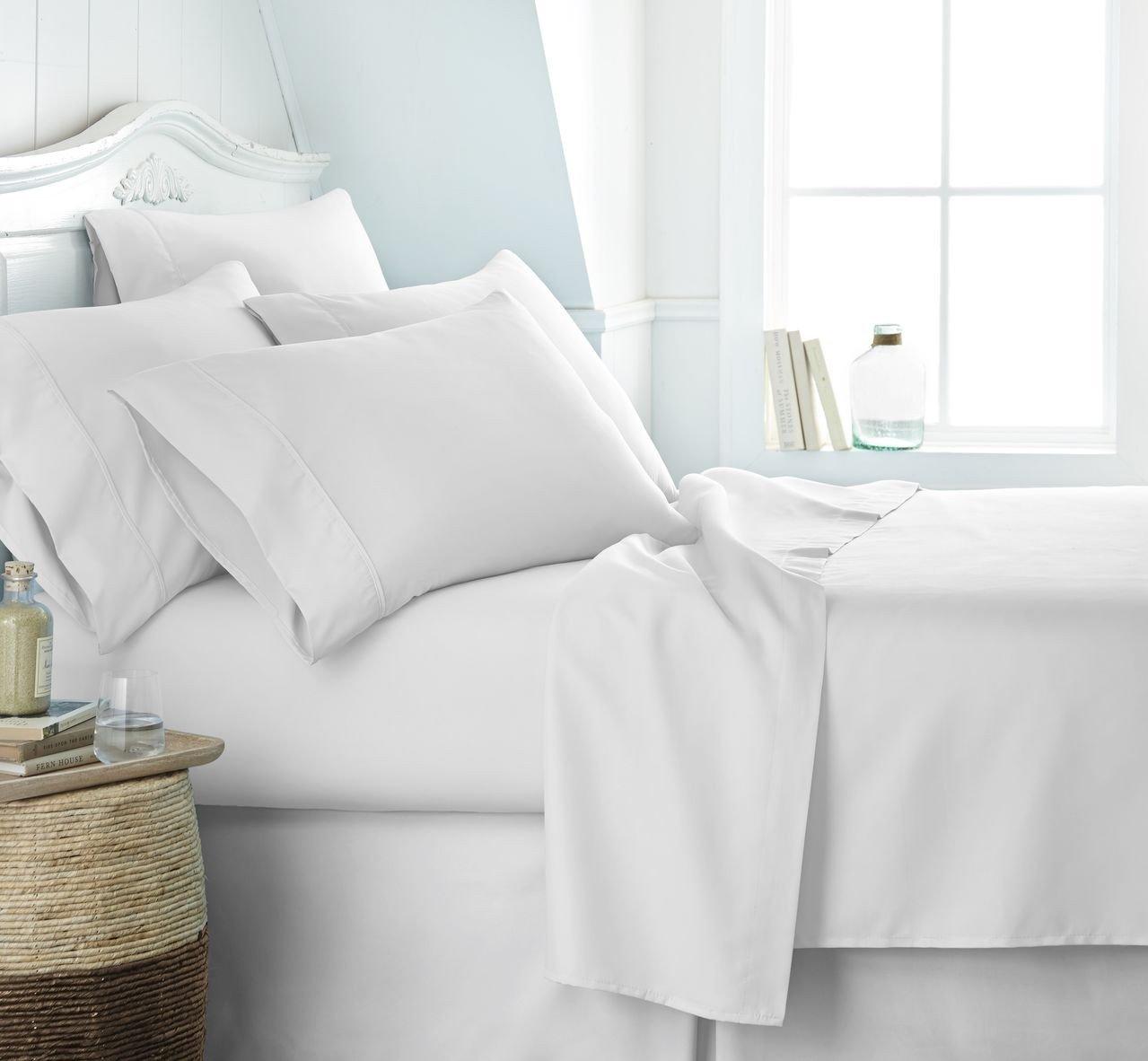 ผ้าปูที่นอนโรงแรมสีขาวเรียบรัดมุม