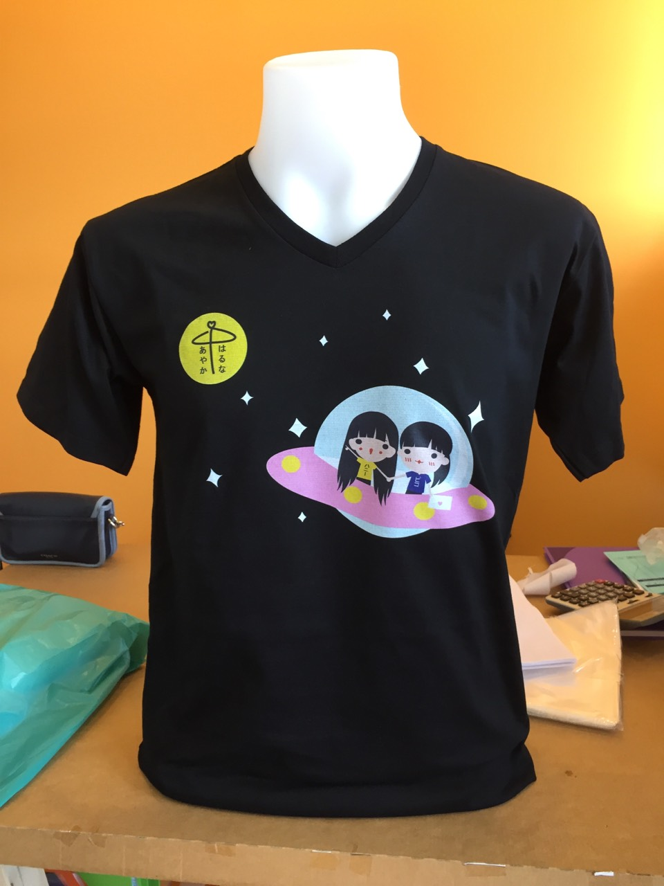 สกรีนเสื้อยืดสีดำ ลายอวกาศน่ารักๆสีสันสดใส