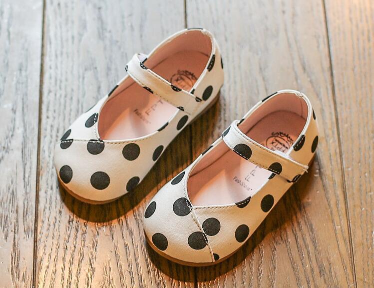 รองเท้าเด็กแฟชั่น สีขาว แพ็ค 5 คู่ ไซต์ 21-22-23-24-25