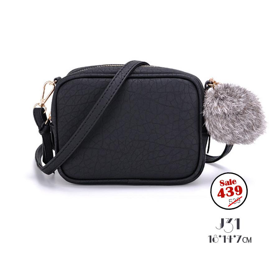 J31-กระเป๋าทรงเหลี่ยมมีปอมๆ สีดำ