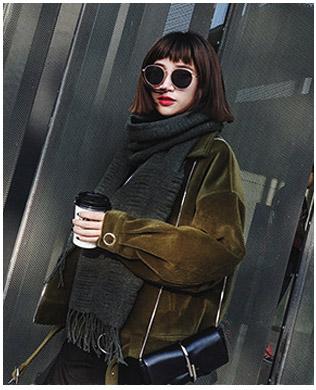 PR083 ผ้าพันคอแฟชั่น สีดำ ผ้าหนานุ่ม ช่วงปลายประดับด้วยริ้ว อย่างดี งานสวยคะ ขนาด กว้าง 60 ยาว 200 cm.