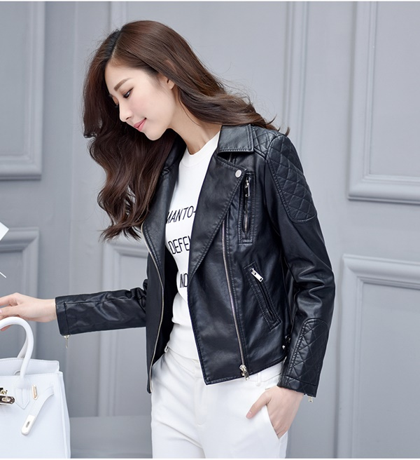 (Pre-order) เสื้อแจ็คเก็ตหนัง PU เสื้อหนัง แต่งที่แขนด้วยลายตาราง เสื้อโค๊ทหนัง แฟชั่นเสื้อหนัง สีดำ