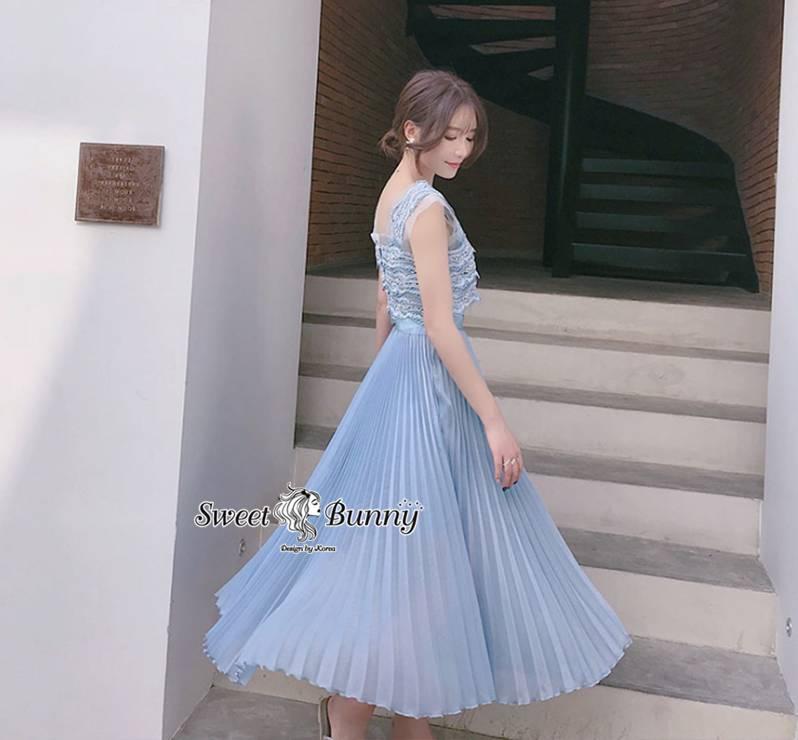 ชุดเซทแฟชั่น ชุดเซ็ทเสื้อลูกไม้+กระโปรงพีทเกาหลี เสื้อผ้าลูกไม้สีฟ้า