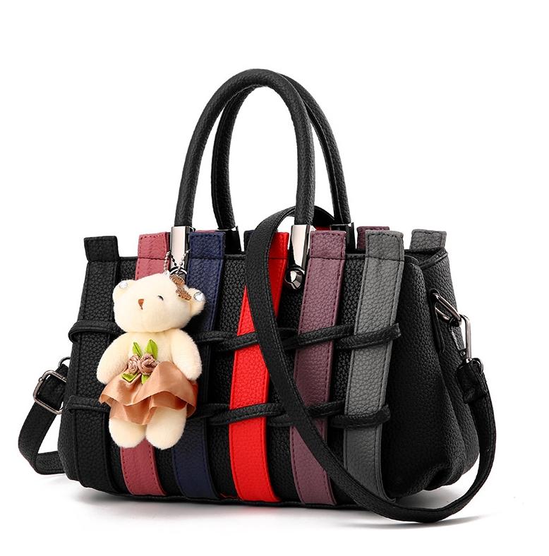 BCYกระเป๋าหนังแฟชั่นเกาหลี สะพายไหล่ ดีเทลลายขัดสานตามภาพ มีน้องหมีตกแต่ง สีดำ