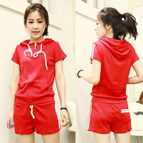 ++สินค้าพร้อมส่งค่ะ++Sport set เกาหลี เสื้อ Jacket แขนสั้น มี hood แต่งแถบที่ไหล่ กระเป๋าสองข้าง+กางเกงขาสั้น มี 3 สีค่ะ – สีแดง