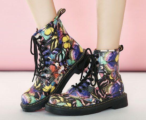 Pre Order - รองเท้ากันหนาว รองเท้าลุยหิมะ หนัง Pu ลายผีเสื้อ ข้างในบุกำมะหยี่ สูง 17cm สี : เหลือง / น้ำเงิน ไซส์ 35 / 36 / 37 / 38 / 39 / 40