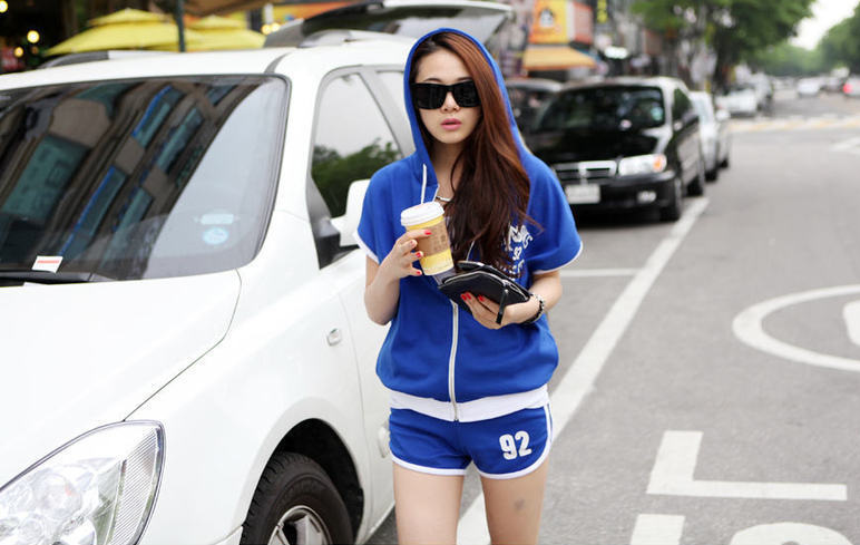 ชุดกีฬาเกาหลี เซตเสื้อแจ๊กเก็ตแขนสั้นแขนค้างคาวรูดซิปได้มีฮู้ด+กางเกงขาสั้น