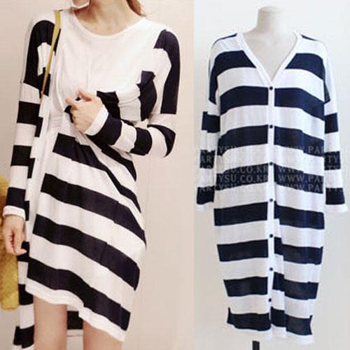 Partysu ++สินค้าพร้อมส่งค่ะ++เสื้อ cardigan เกาหลี ตัวยาว แขนยาว คอ V ผ้า Knitted cotton ลายริ้วเนื้อดีมากค่ะ แต่งกระดุมหน้ายาวเก๋ – สีดำ/ขาว
