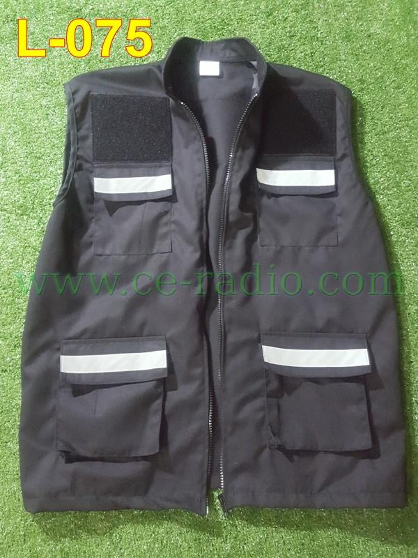 เสื้อกี๊ก ว.4 สีดำ ติดแทบสะท้อนแสง 5 จุด 4 กระเป๋าหน้า L