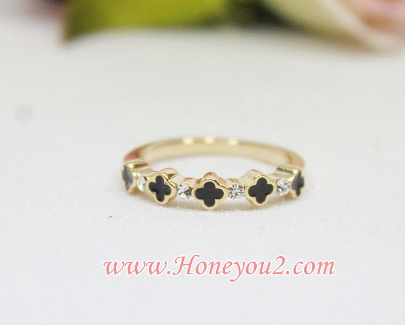 แหวน ดอก LV ดำ กลีบมน