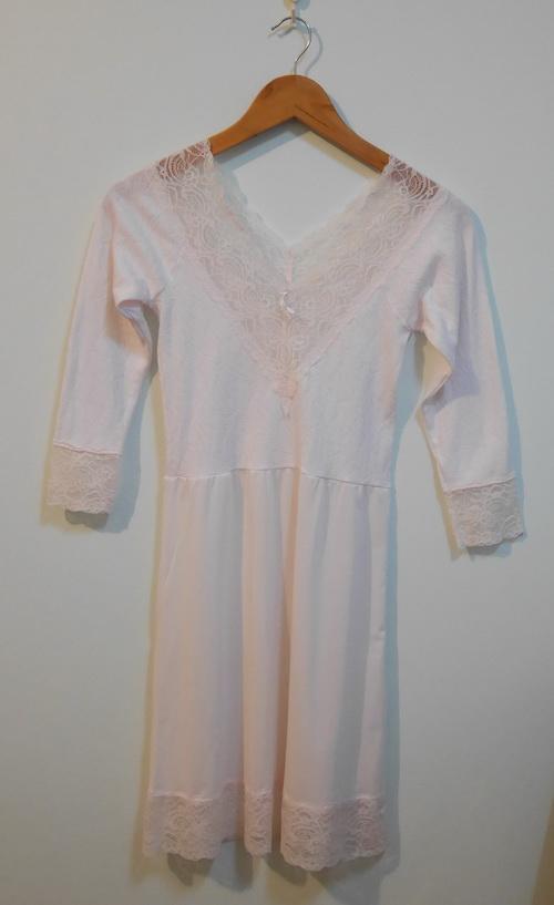 jp3730 ชุดนอน/ชุดซับใน สีชมพูซีด ๆ ช่วงตัวผ้ายืดทอลาย รอบอก 30-32 นิ้ว