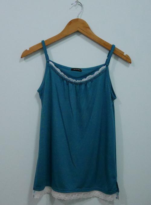 jp4077 เสื้อสายเดี่ยวผ้ายืดสีเขียว สายบ่าปรับได้ รอบอก 36 นิ้ว