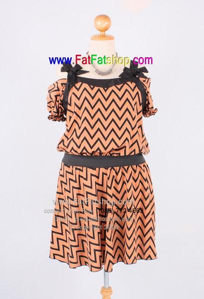 f017-45-50-เสื้อผ้าคนอ้วน ผ้าไหมสปันพิมพ์ลายน้ำตาล-ดำ เว้าช่วงไหล่พร้อมผูกแต่งโบว์ สวยน่ารักสุดๆเลยค่ะ รอบอก 48 นิ้ว