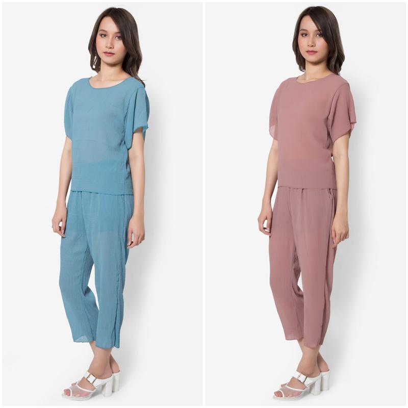 เซ็ตเสื้อเบลาส์และกางเกงขายาว Textured Solid